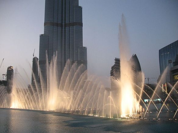 640px-Dubai_Fountain_7