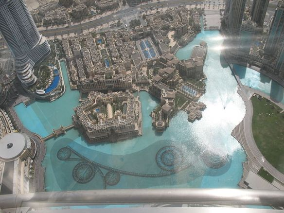 640px-Dubai_Fountain_from_At_The_Top_of_Burj_Khalifa